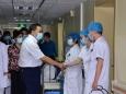 国庆节、中秋节院领导班子慰问、看望一线值班人员