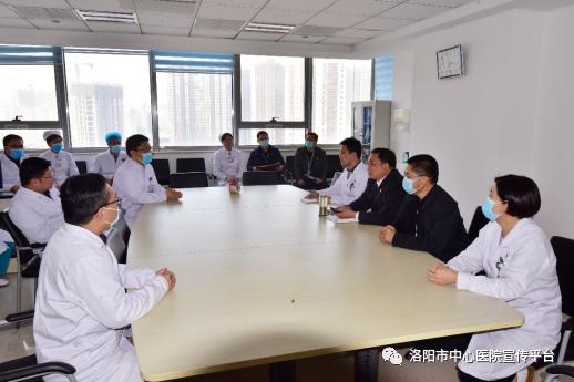 我院党委书记朱宏轩、院长李树龙一行走访慰问心脏外科
