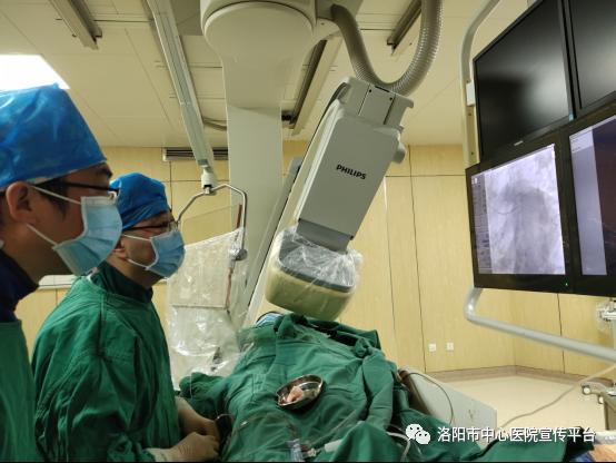 """我院心内科IVUS下 """"零""""造影剂完成冠脉介入手术"""